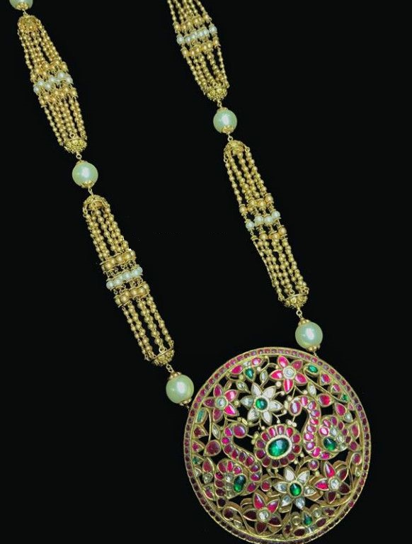 Gold Necklace Designs with Kundan pendants