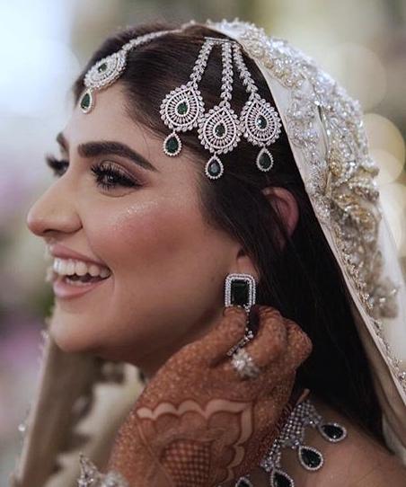 Sparkling diamond studded jhoomar jewelry