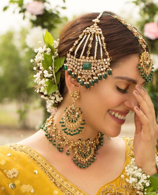 Emerald and kundan studded passa jhoomar jewellery